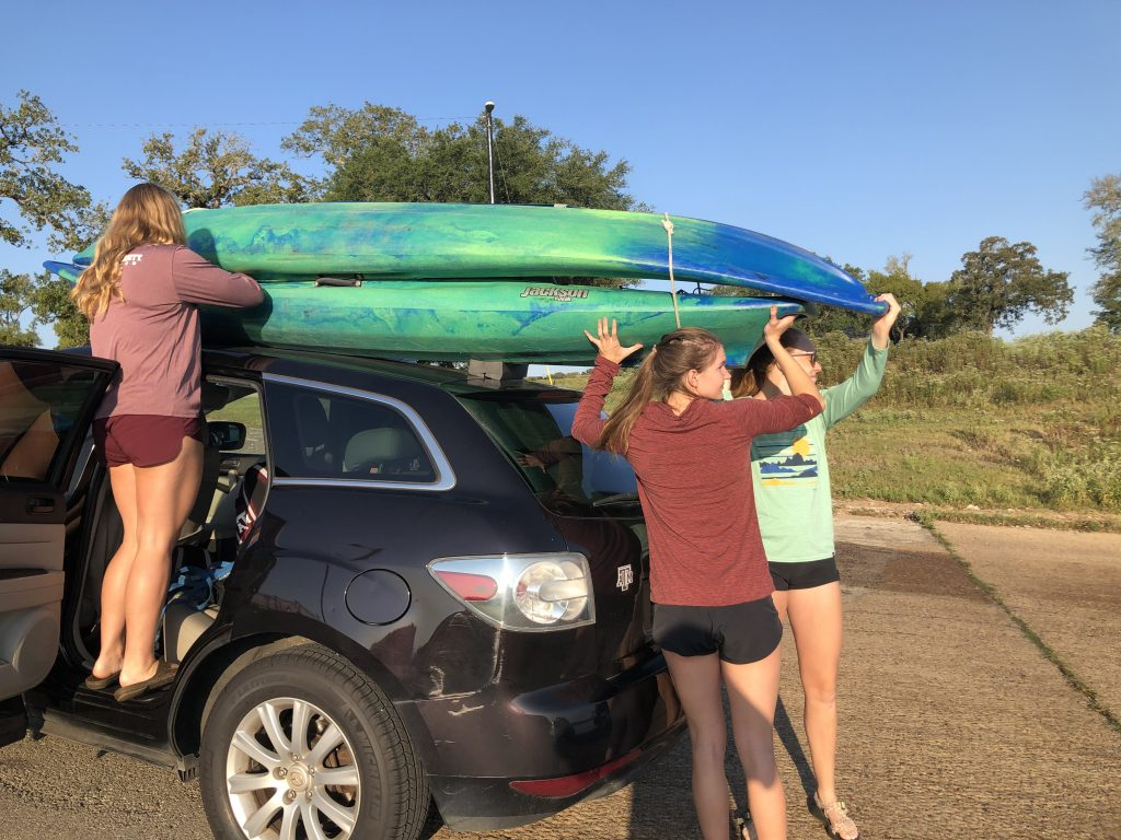 2 kayaks on roof without racks